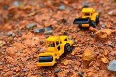GrävskopaToy arbete på konstruktionsplatsen Fotografering för Bildbyråer