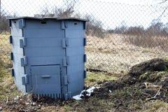 Grå composting behållare arkivbild