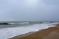 Grå dag på stranden Royaltyfria Bilder