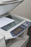 Grå datorskrivare eller kopieringsmaskin Arkivbilder