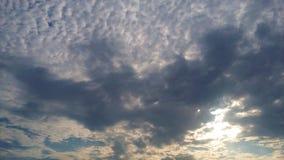 Grå färg fördunklar i himlen Royaltyfri Bild