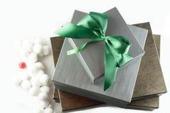 Grå färg- och bruntgåvor för jul Fotografering för Bildbyråer