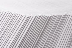 Grå färger gjorde randig kliven abstrakt textur med kontrastgränsen Arkivfoton