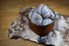 Grå färger nyanserad ull för merinofår Royaltyfri Fotografi