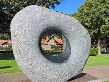 Grå färger stenar med hålet Arkivbild