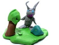 Grå kanin i ängen av plasticine Fotografering för Bildbyråer