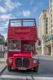 Grå linje som turnerar bussen Arkivfoton