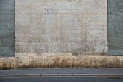 Grå stenvägg med vertikala stänger Royaltyfri Fotografi