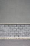 Grå tegelstenvägg arkivfoton