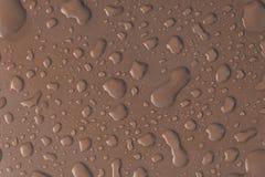 Grå vattenliten droppe på taket av bilen Royaltyfri Bild