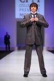 grå zaytzev för wear för manslavadräkt Royaltyfria Bilder