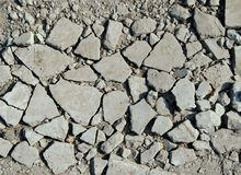 Gråa brutna stenar arkivfoto