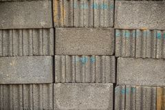 Gråa konkreta kvarter på paletten för konstruktion Bakgrund Royaltyfri Fotografi