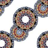 Gråa mandalas i linje över vit bakgrund Arkivfoto