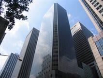 gråa skyskrapor tre Arkivbilder