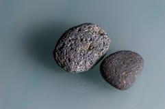 gråa stenar Arkivfoton