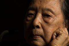 Gråt för äldre kvinna för ensamhet Arkivbilder