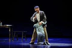 Gråta på varje - annat den skuldraJiangxi operan en besman Arkivfoton