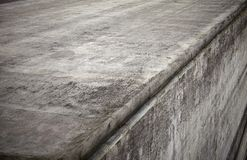Grått betongvägghörn Arkivfoto