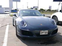Grått färgmintkaramellvillkor Porsche 911 Carrera 4, Lima Royaltyfri Bild