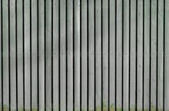 Grått gammalt trämålat staket royaltyfri bild