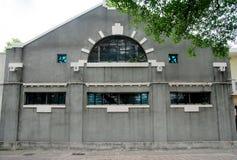 grått hus Arkivfoton
