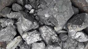 Grått och svart naturligt kolslut upp Naturliga svartkol för bakgrund Industriella kol andalusia jordindustri fördärvar bryta spa royaltyfri fotografi