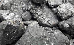 Grått och svart naturligt kolslut upp Naturliga svartkol för bakgrund Industriella kol andalusia jordindustri fördärvar bryta spa royaltyfria foton