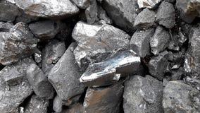 Grått och svart naturligt kolslut upp Naturliga svartkol för bakgrund Industriella kol andalusia jordindustri fördärvar bryta spa royaltyfria bilder