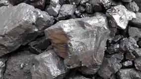 Grått och svart naturligt kolslut upp Naturliga svartkol för bakgrund Industriella kol andalusia jordindustri fördärvar bryta spa arkivfoton