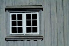 grått väggfönster Arkivfoto
