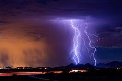 Grèves de boulon de foudre d'orage photos stock