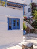 Grécia, aleia pitoresca na ilha do Egeu de Tinos Fotografia de Stock
