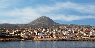 Grécia, Creta, uma vista da cidade de Heraklion e montagem Juktas Zeus Mountain de sono Foto de Stock Royalty Free