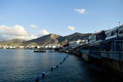 Grécia de surpresa Porto e cidade velha, vista do mar imagem de stock royalty free
