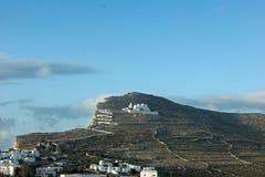 Grécia, a ilha de Folegandros O monastério da cume em Chora imagens de stock