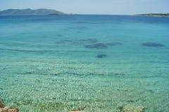 Grécia, a ilha de Koufonissi Uma vista da costa imagem de stock