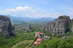 Grécia, Kalambaka Os monastérios santamente de Meteora - formações de rocha incríveis do arenito foto de stock royalty free