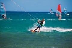 Grécia, o Rodes - 16 de julho Kitesurfing em Prasonisi o 16 de julho de 2014 no Rodes, Grécia Fotos de Stock