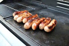 Grésillement des saucisses de BBQ Photographie stock