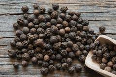 Grões da pimenta preta Fotografia de Stock Royalty Free