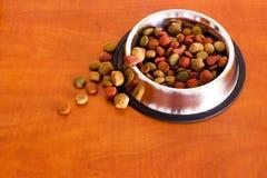 Grões do alimento para cães de Coulourfull Fotografia de Stock Royalty Free