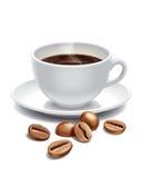 Grões do copo e do assado de café Imagem de Stock Royalty Free