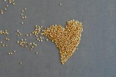 Grões do Quinoa na forma do coração Imagem de Stock Royalty Free