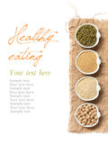 Grões orgânicas cruas do amaranto e do quinoa, grão-de-bico e feijões de mung Imagens de Stock Royalty Free