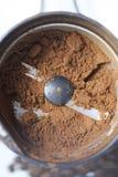 Grões Roasted do café preto foto de stock