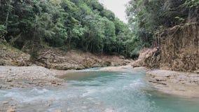 Größe erwartet am Ende des Flusses lizenzfreies stockbild