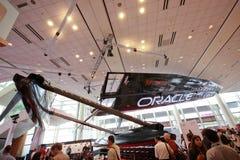 Größengleich45 Fuß ORAKEL, das Katamaran läuft Lizenzfreies Stockfoto