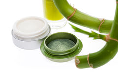 Grön ögonskugga med en ny bambugrodd royaltyfri bild