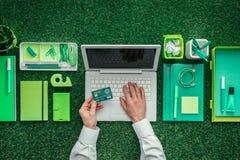 Grön affär arkivfoton